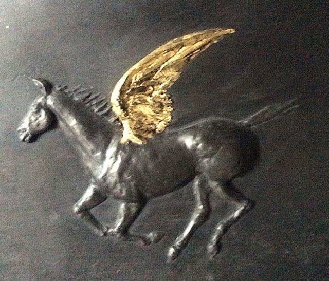 gold-wing-horse-3